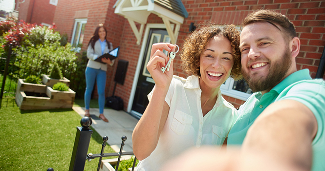 Young couple excited to hold the keys to their new home - First Time Buyers, Veterans Discounts, Getting Ready to Buy a Home - Bill Salvatore, Arizona Elite Properties 602-999-0952 - Arizona Rea Estate